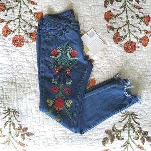 NWT DenimLand Embroidered Raw Hem Jeans
